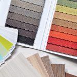 Nuancier et échantillons de peintures et tissus pour la décoration